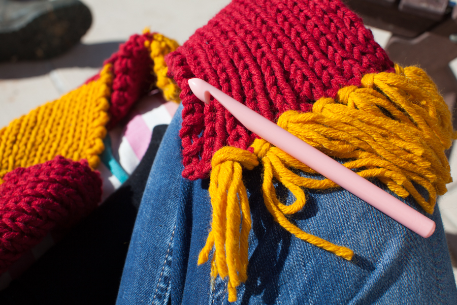 Knitting Pattern For Gryffindor Scarf : How to make a fringe (on a knit / crochet project) raori